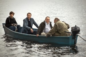 Trzech panów w łódce, nie licząc psa (i sternika, i pianina w drugiej)  - fot. materiały dystrybutora