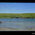 Fragment filmu Dominika Szmajdy - autor zniknął z lewej strony, ciagnąc swą dętkową tratwę w zbyt leniwym nurcie rzeki..