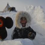 Alina z czeburaszkiem. Magda zaskoczyła nas, mówiac, że na zewnątrz też śnieżyca. Miała rację, zima wróciła do Gdyni wraz z jej opowieścią..