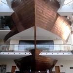 Nad kasą i informacją Filharmonii Kaszubskiej góruje dziób statku